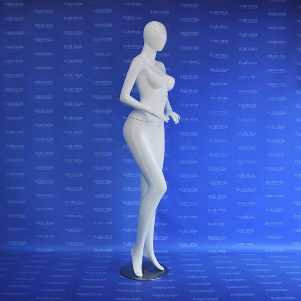 Maniquí dama peruana androide recta 2