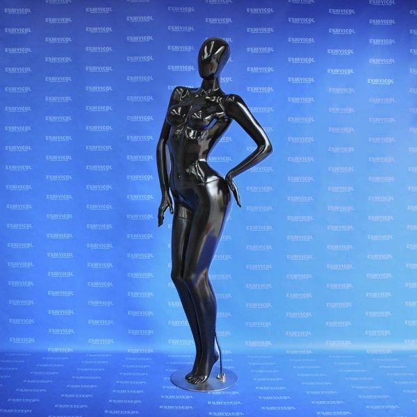 Maniquí dama androide manos en cintura 3