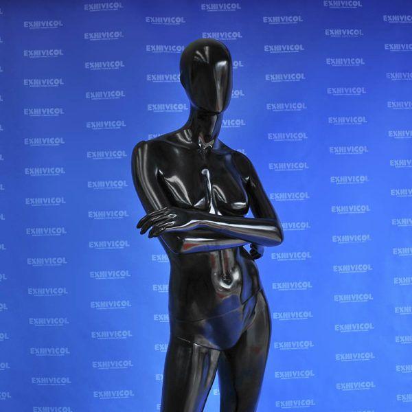 Maniquí dama brazos cruzados androide 2